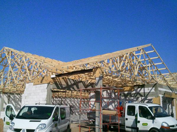 konstrukcja-dachu-wielopołaciowego-sklep-Polo-Market